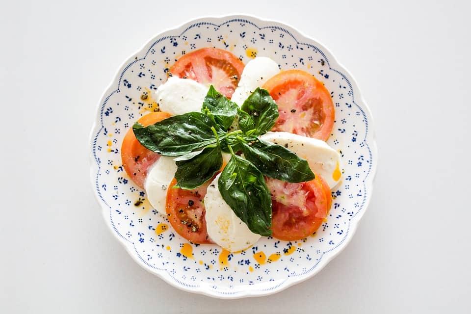 eating keto italian restaurants low carb options caprese salad