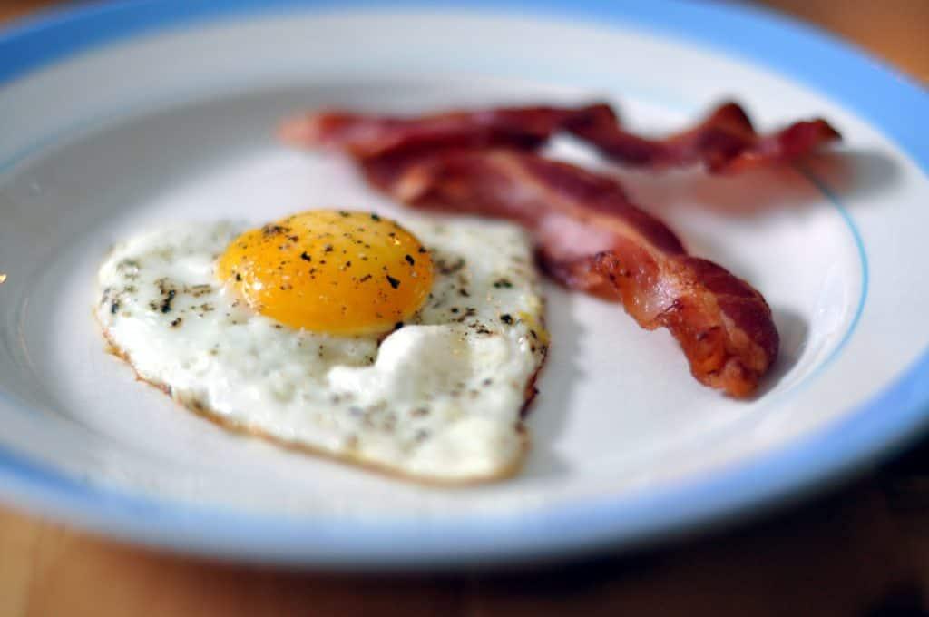breakfast sandwich no bun low carb food shake shack keto friendly